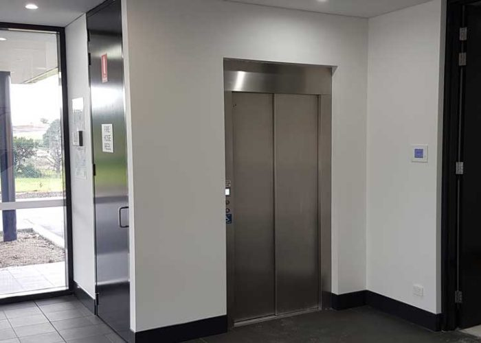 Linea DDA commercial lift
