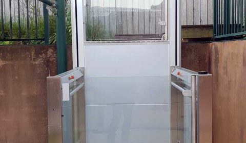 wheelchair-lift-RB150-5x