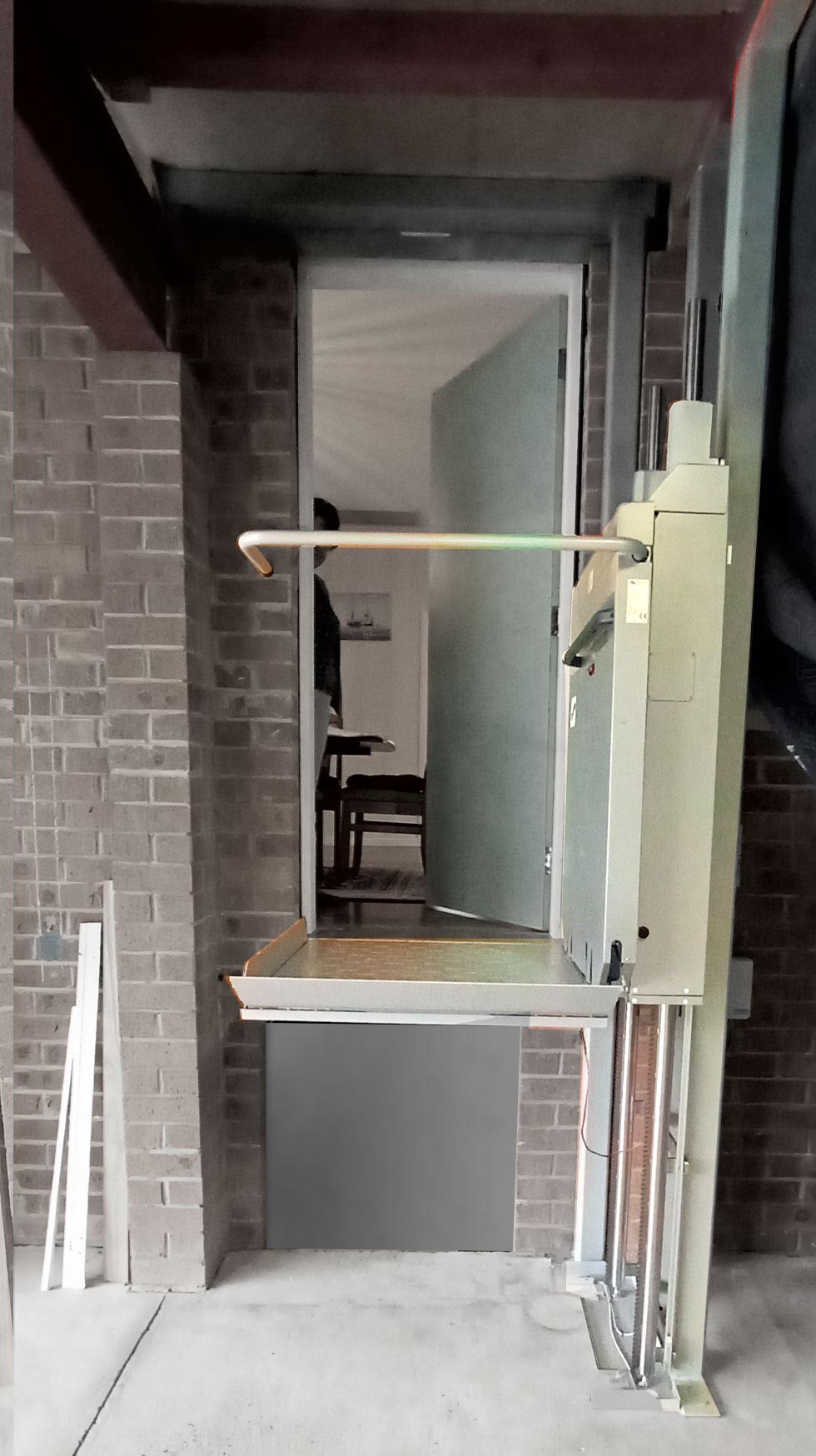 Ascendor Wheelchair Platfform Lift 3