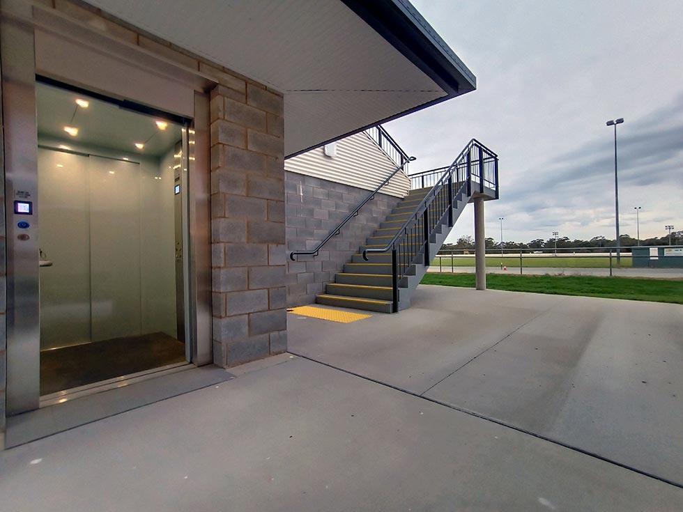 commercial lift leeton nsw 3
